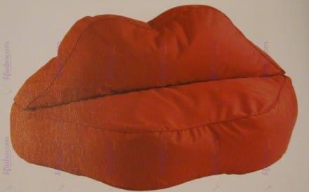 Pouf Rosso Con Forma A Bocca