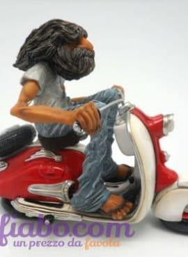 Statuetta Caricatura Hippy in Vespa